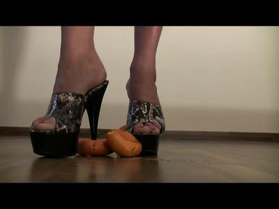 Miss Alyssa crushes an orange